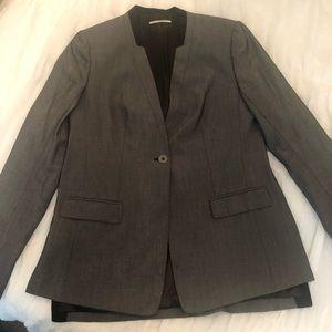 Tahari sz 6 gray and black 1 button blazer